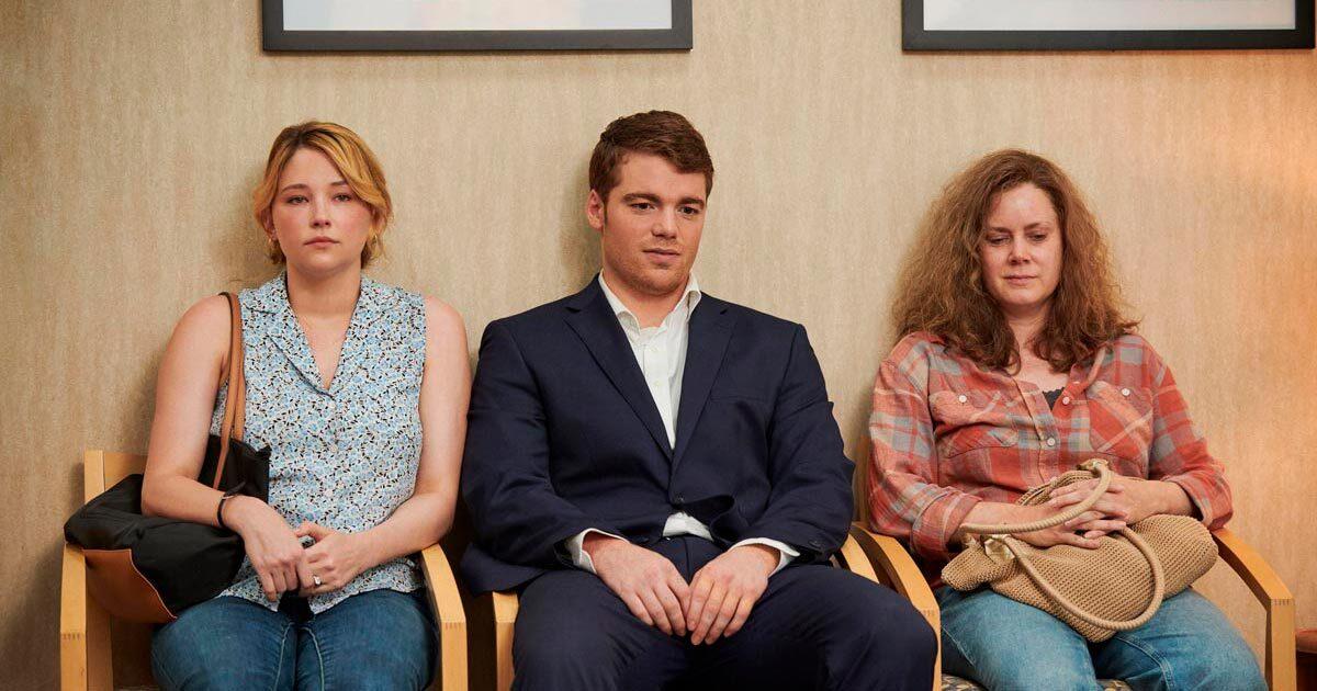 Соціальний ліфт та токсичні стосунки: рецензія на фільм «Елегія Хіллбіллі» від Netflix